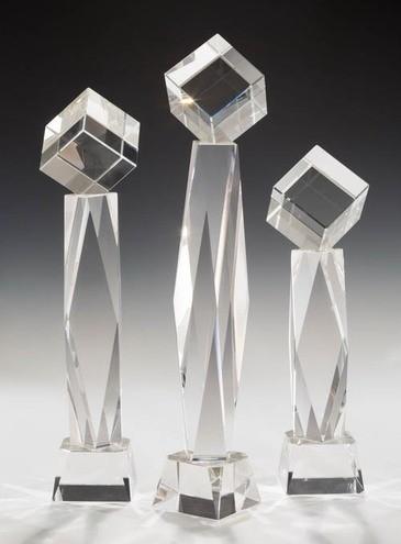 Kristalltower mit Würfel