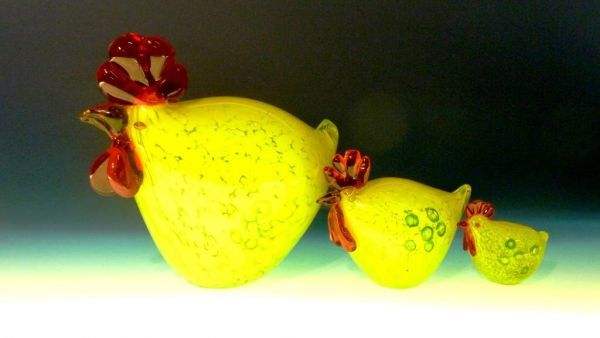 massives Huhn gelb