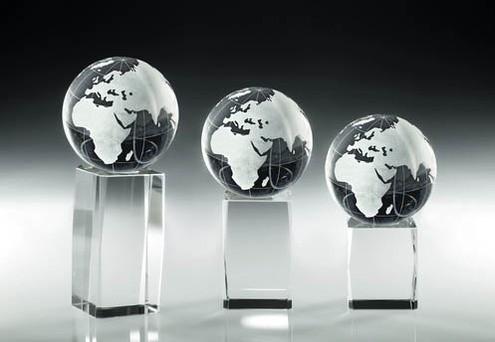 Kristallblock mit Weltkugel